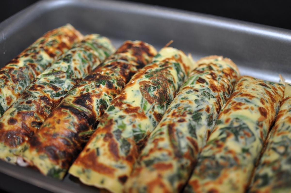 Spinatpandekager med skinke-hytteost fyld