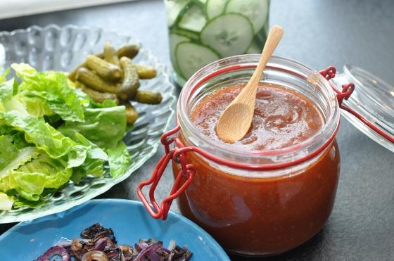 Agurksalat og ketchup - nemt og lækkert!