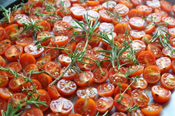 Ovntørrede tomater med friske urter